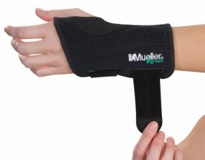 Mueller-Fitted-Wrist-Brace-Left-Green-Black-SmallMedium-0